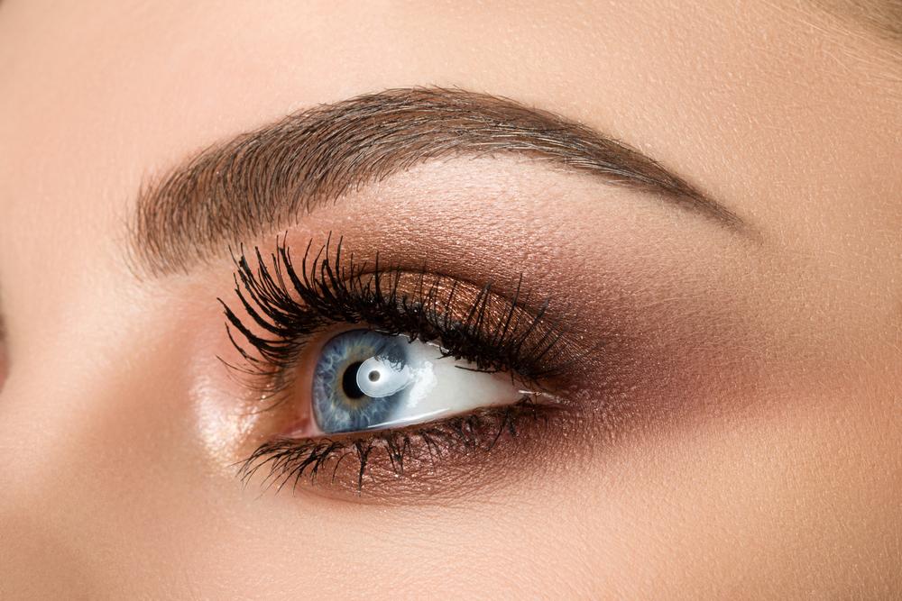 <b>Augenbrauen färben</b>